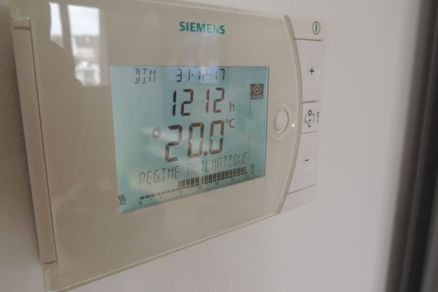 Thermostat programmable de chauffage